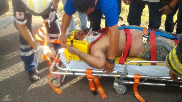 FOTOGALERÍA/ Casi se mata un alcoholizado tras volcar su camioneta en Aguascalientes