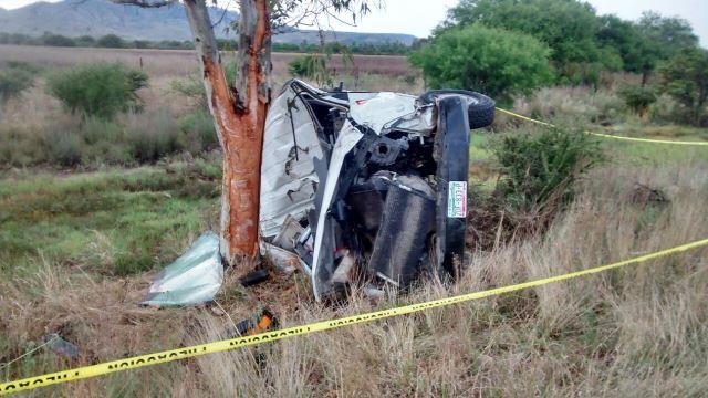 ¡FOTOGALERÍA/ 1 muerto y 1 lesionado dejó la volcadura de una camioneta de una funeraria en Aguascalientes!
