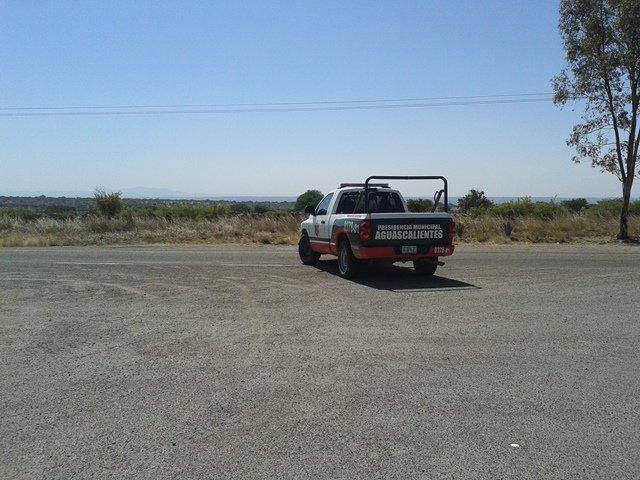 ¡Asaltantes robaron 2 vehículos a punta de pistola en carreteras de Aguascalientes!
