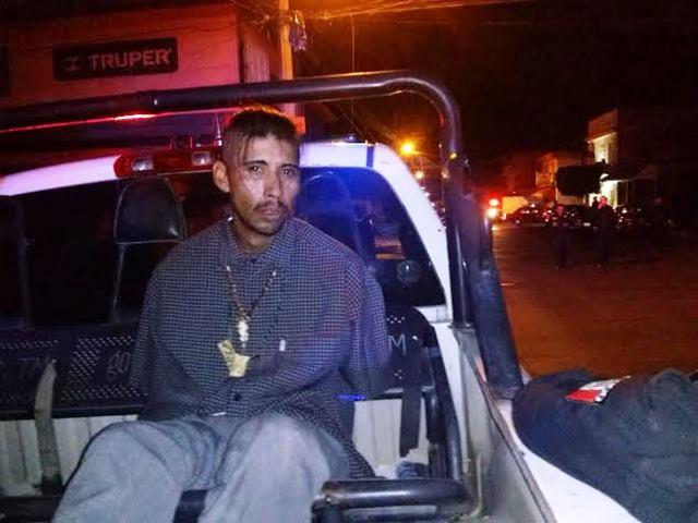 ¡Tras una persecución y un choque atraparon a 2 robacoches en Aguascalientes!