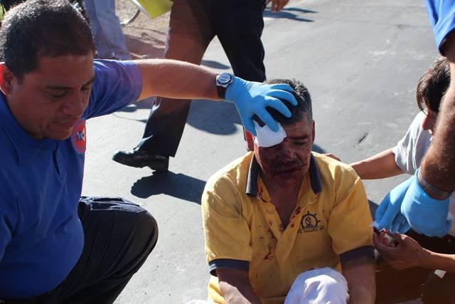 ¡Ebrio ciclista se salvó de morir tras ser arrollado por un auto en Aguascalientes!