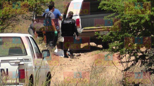 """FOTOGALERIA/ Decapitado y sin brazos hallaron a un """"zeta"""" ejecutado por el CDG en Fresnillo"""