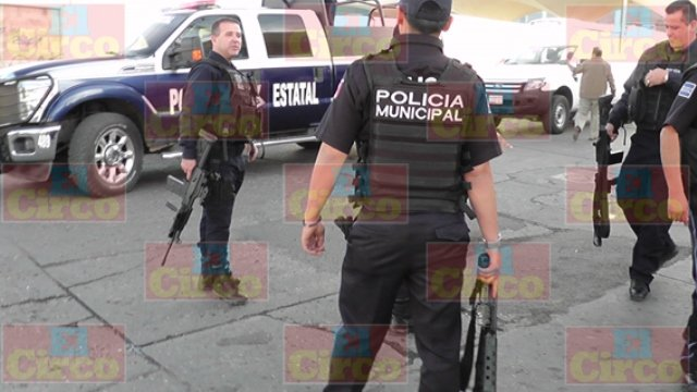 Ebrio joven desarmó a un policía municipal de Fresnillo y pretendió asesinarlo
