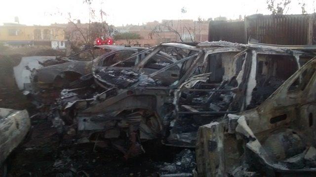¡Voraz incendio en un yonke consumió 8 vehículos y refacciones en Aguascalientes!
