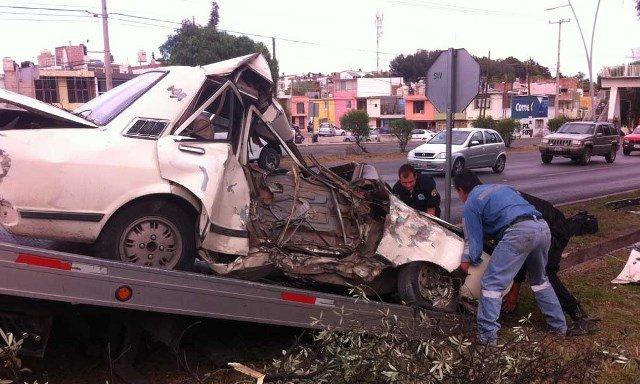 ¡Un hombre se mató tras estrellar su auto contra un árbol en Zacatecas!