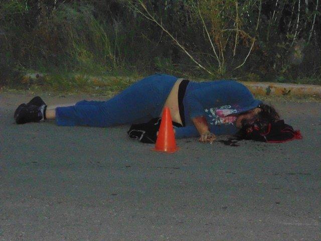 ¡Combi embistió una motocicleta y mató a una mujer en Aguascalientes!