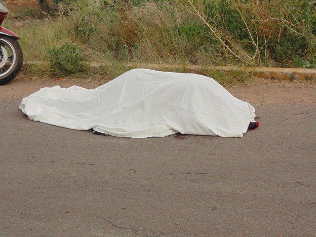 ¡FOTOGALERIA/ Combi embistió una motocicleta y mató a una mujer en Aguascalientes!