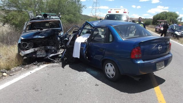 ¡Choque frontal entre un auto y una camioneta dejó 1 muerto y 1 lesionado en Aguascalientes!