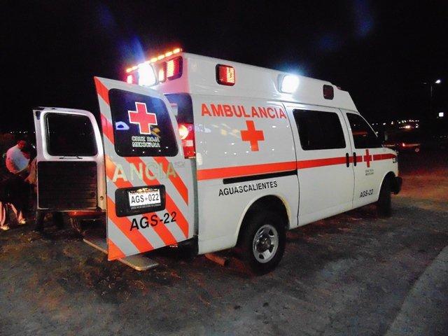 ¡Joven empleado que viajaba en una motocicleta fue embestido y muerto por una camioneta en Aguascalientes!