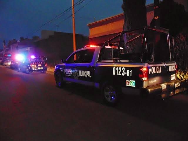 A punta de pistola 2 delincuentes asaltaron a un taxista en Aguascalientes