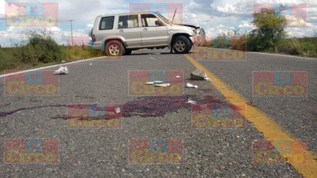 ¡1 muerto y 1 lesionado tras un choque-volcadura entre 2 camionetas en Fresnillo!