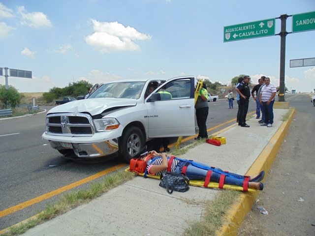 Brutal choque entre un auto del ISSEA y una patrulla de la Policía Ministerial en Aguascalientes: 4 lesionados