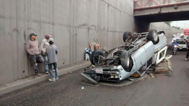Tráiler impactó y volcó una camioneta en Aguascalientes: 4 lesionados