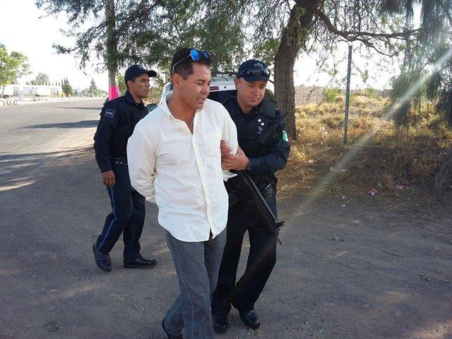 Alcoholizado se durmió en su camioneta y se accidentó en Aguascalientes