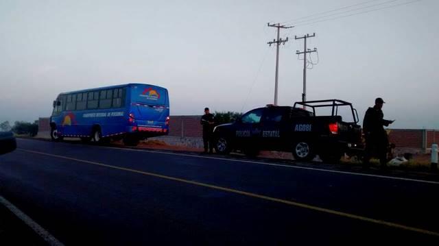 Murió un estudiante y otro resultó lesionado al ser arrollados por un camión de transporte de personal en Aguascalientes