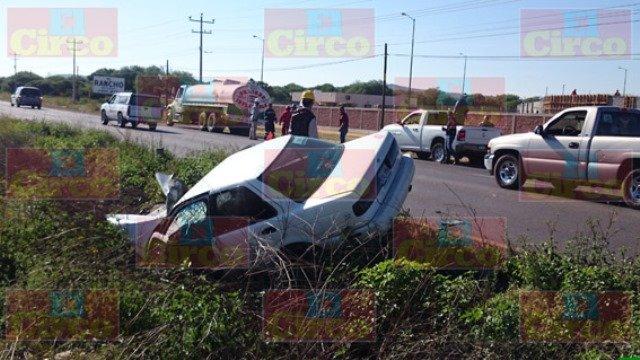 FOTOGALERIA/ Joven estudiante se salvó de morir tras estrellarse contra una pipa en Zacatecas