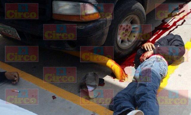 ¡Sicario ejecutó a balazos a 2 jóvenes afuera de un Oxxo en Fresnillo!