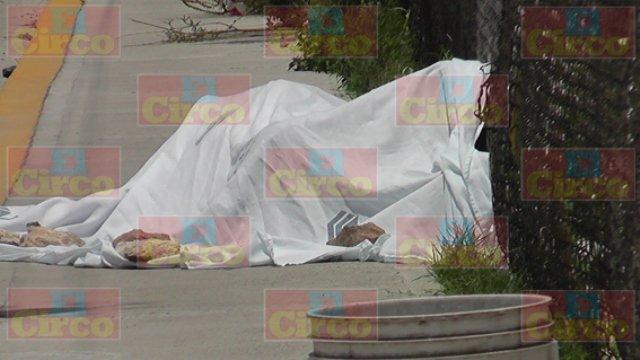 ¡FOTOGALERIA/ Afuera de la Casa de Justicia de Fresnillo ejecutaron a balazos a un lotero de autos!