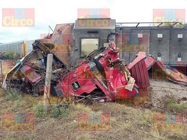 ¡FOTOGALERIA/ Imprudente trailero provoca descarrilamiento de ferrocarril en Ags.!