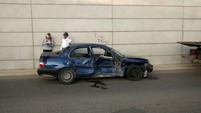 Joven automovilista resultó lesionada al ser impactada por una revolvedora en Aguascalientes