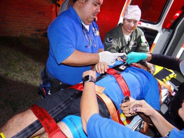 Hombre cayó a un acantilado en el Cerro del Muerto y fue rescatado en helicóptero