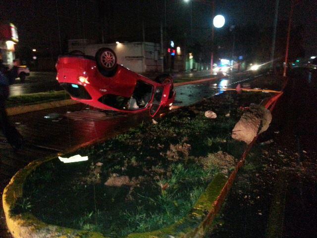 Alcoholizado joven volcó su automóvil en Aguascalientes y sufrió lesiones leves