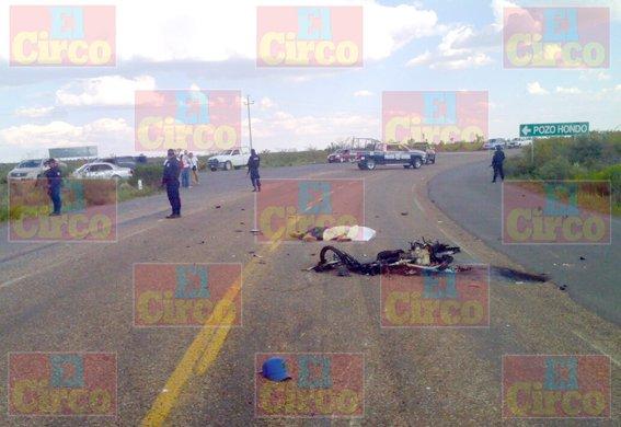 ¡2 motociclistas pierden la vida al estrellarse contra una camioneta en Villa de Cos!