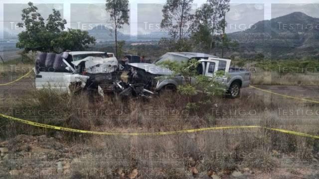 ¡Mueren padre e hijo tras choque frontal de 2 camionetas en Zacatecas!