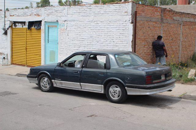 Al volante de su auto un hombre murió infartado en Aguascalientes