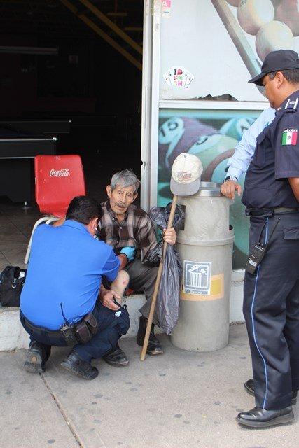 ¡Increíble: ancianito fue arrollado por una camioneta y salió ileso en Aguascalientes!