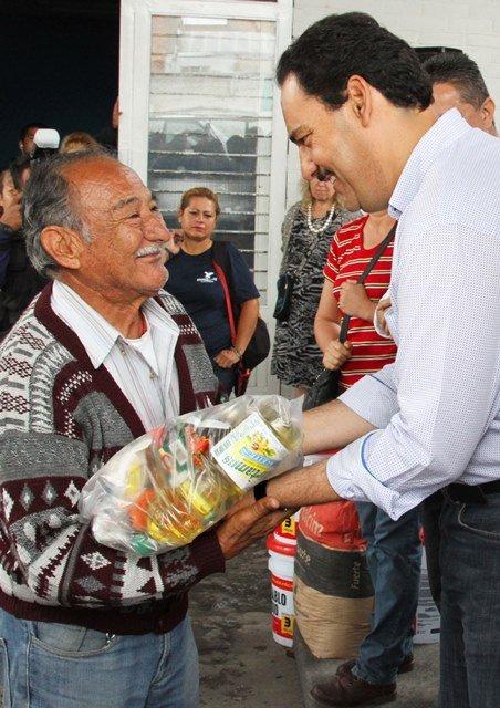 Reactiva Gobierno Municipal entrega de apoyos sociales en beneficio de familias de escasos recursos