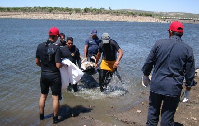 Hombre murió ahogado en una presa en Zacatecas por jugar carreritas con uno de sus hijos