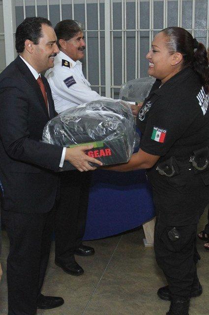 Entregó el alcalde Toño Martín del Campo uniformes a custodios de la Dirección de Justicia Municipal