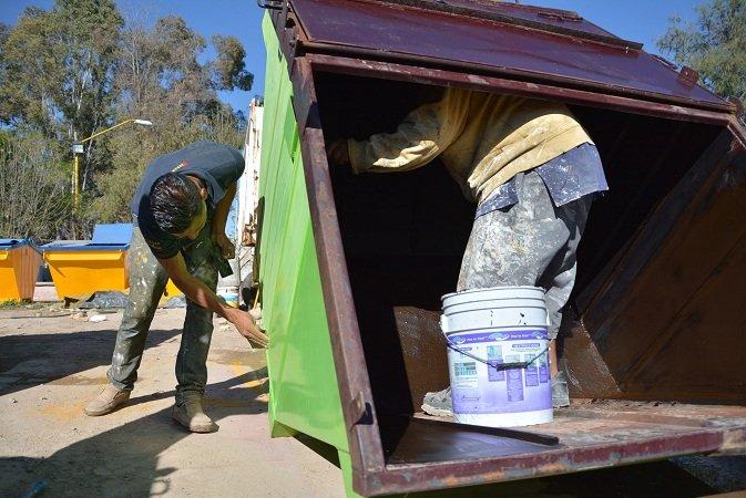 Continúa rehabilitación de contenedores de basura en Jesús María