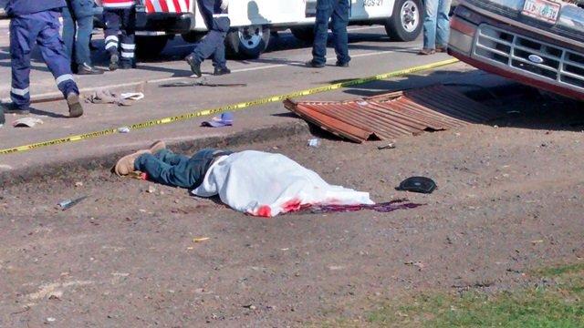¡1 muerto y 19 lesionados tras un choque-volcadura entre 2 camionetas en el entronque a Teocaltiche!