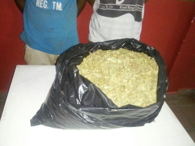 ¡Atraparon a 2 sujetos con 4 kilos de marihuana en greña en Aguascalientes!