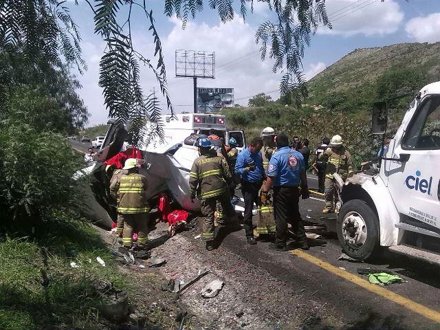 ¡2 muertos tras espantoso accidente en Tlajomulco de Zúñiga, Jalisco!