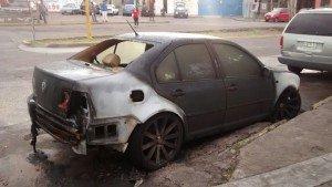 AUTO INCENDIADO INTENCIONALMENTE FIDEL VELAZQUEZ (4)