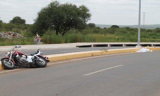 ¡Joven motociclista se mató en espantoso accidente en Zacatecas y su acompañante resultó herida!