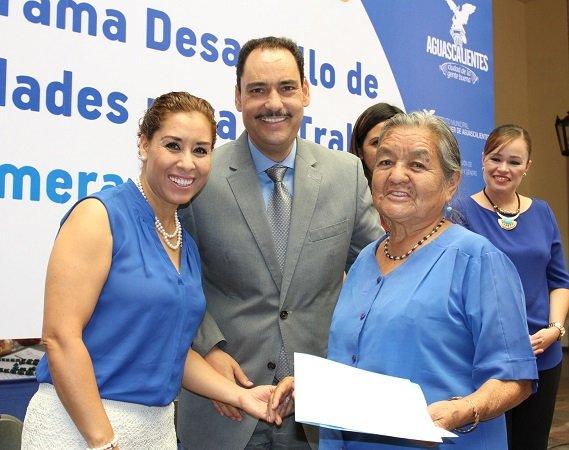 ¡Entregó el MunicipioAgs constancias de capacitación laboral a mujeres!