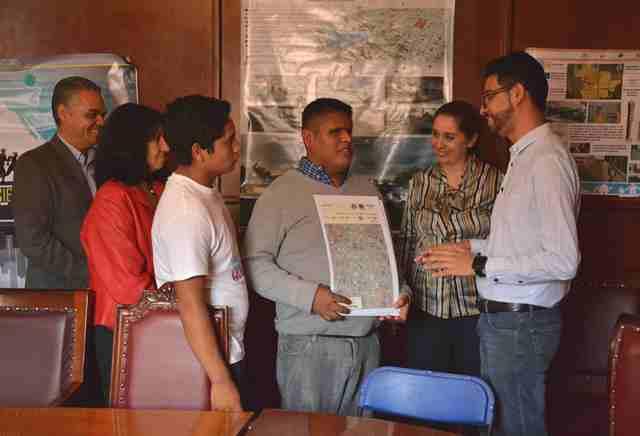 Recibió Municipio de Jesús María manual de diseño urbano accesible elaborado por alumnos de la UAA