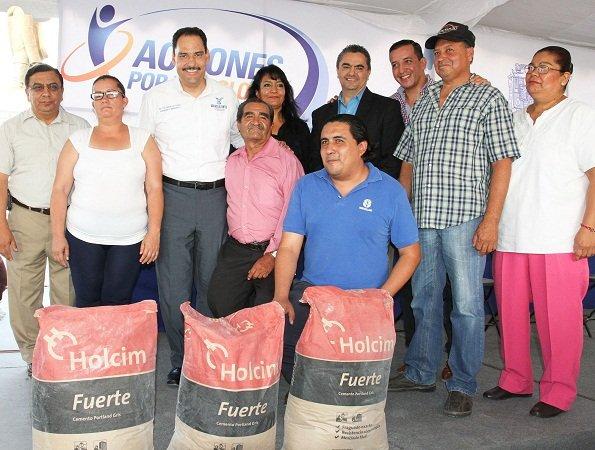 ¡Repartió el MunicipioAgs apoyos alimenticios y material de construcción en la Delegación Morelos!