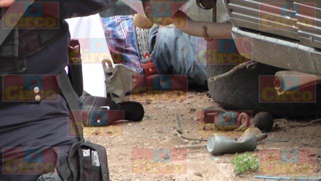 """¡ FOTOGALERIA/ De 14 balazos ejecutaron a un joven encargado de un """"yonque"""" en Fresnillo!"""