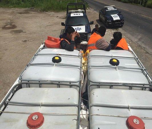 ¡Rescatan a 30 migrantes que viajaban en un camión de carga en Chiapas!