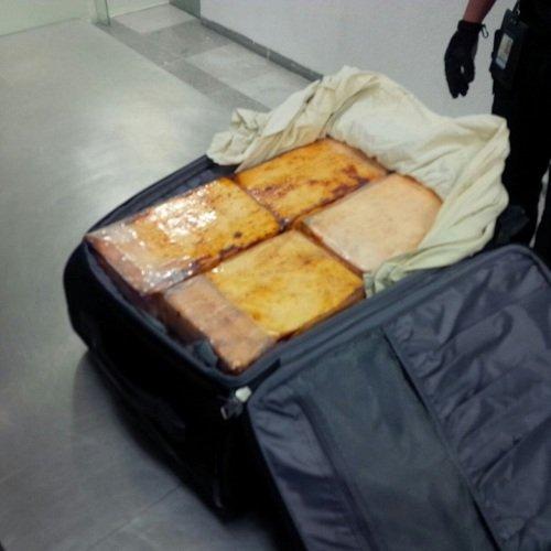 ¡Capturan a sujeto que portaba 19 kg. de cocaína en el Aeropuerto de la Ciudad de México!