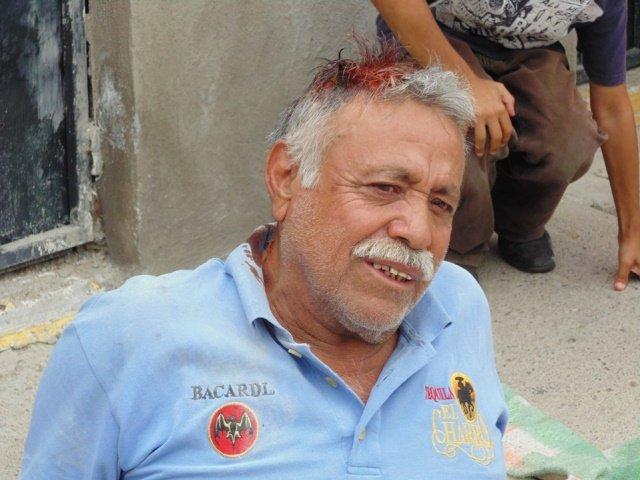 ¡Sexagenario lesionado tras caerle encima la barda de una casa en Aguascalientes!