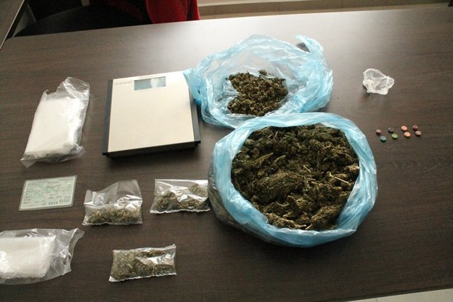 ¡Policías ministeriales capturaron a un traficante de drogas y 2 de sus clientes en Aguascalientes!