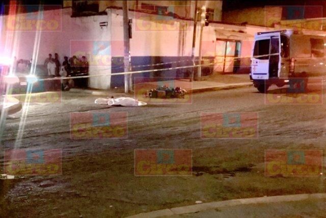 ¡Trágico choque entre una moto y un auto en Lagos de Moreno: 1 muerto y 1 lesionado!