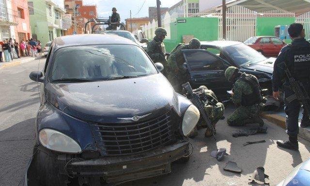 ¡Tras una persecución, militares detuvieron a 3 sujetos sospechosos en Fresnillo!