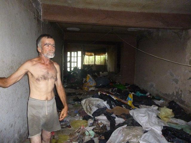 ¡Bomberos y Protección Civil rescatan pepenador que vivía en su domicilio con 100 ratas en Calvillo!